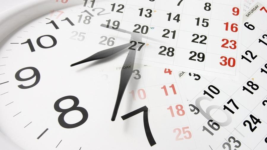 Klocka och kalender som illustrerar anbudstid för upphandlingar