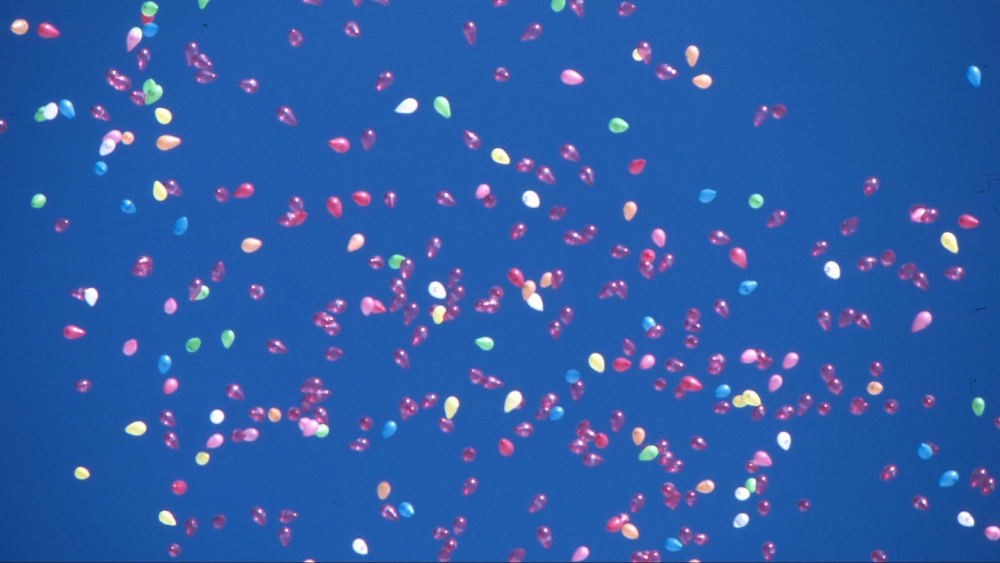 Snart är det sommar och ledigheter - bild på ballonguppsläpp