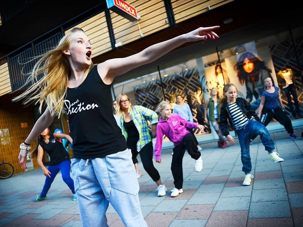 Dansföreställning i Stadsparken