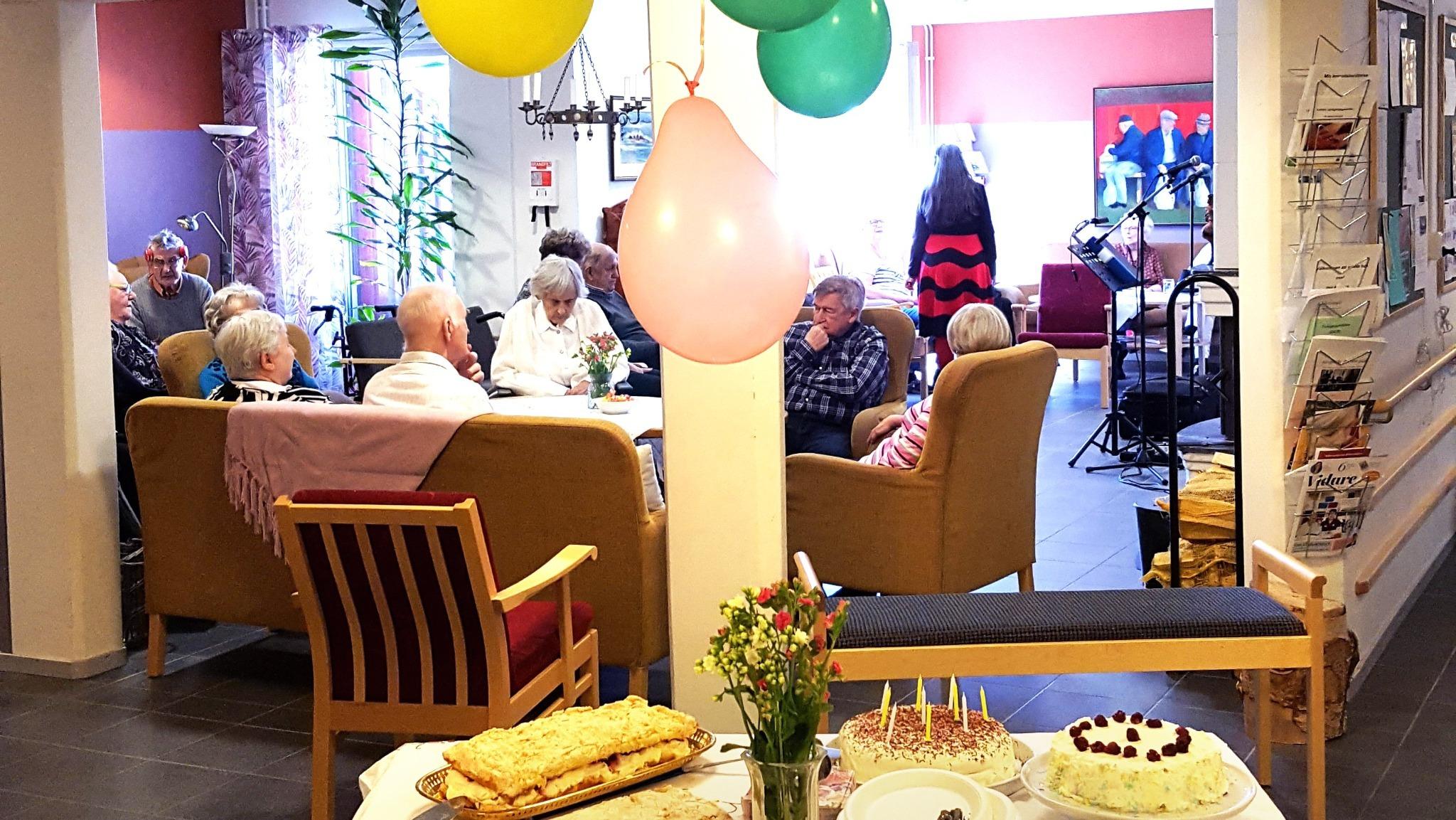 Tårtkalas på äldreboenden i Boden!
