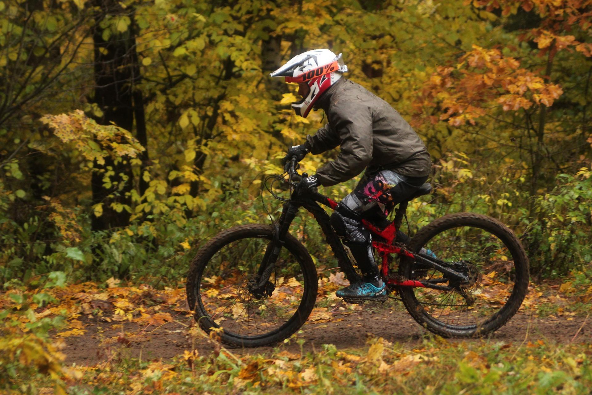 ungdom med cykel