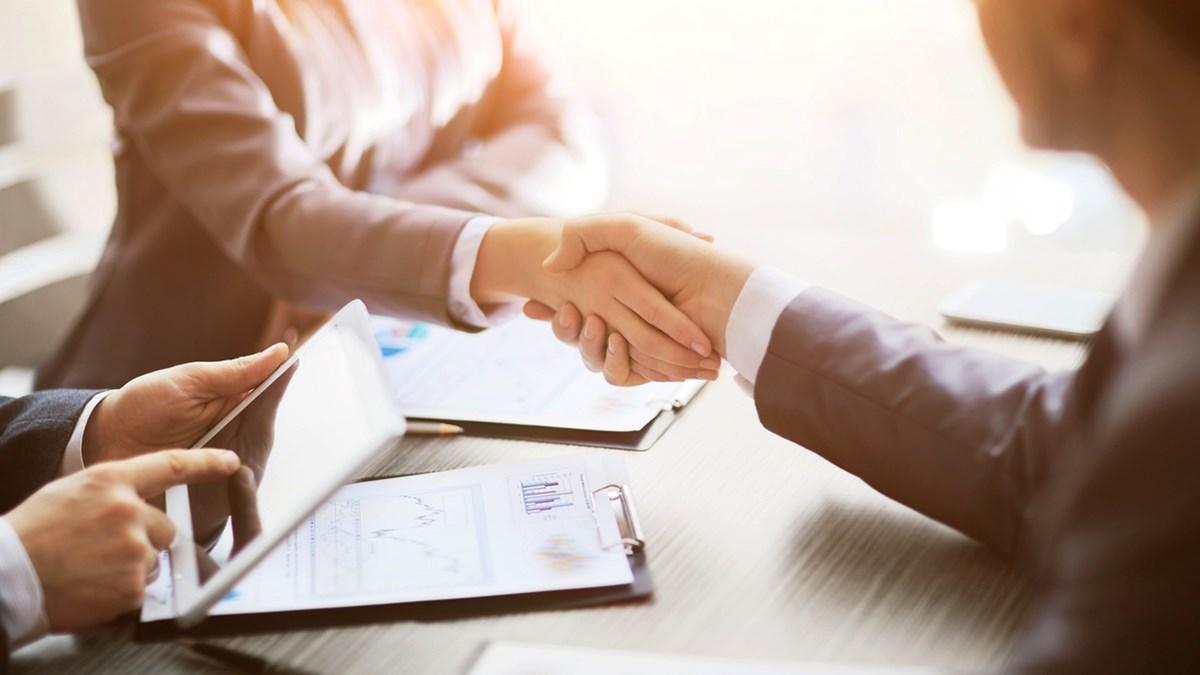Handskakning vid avtalstecknande