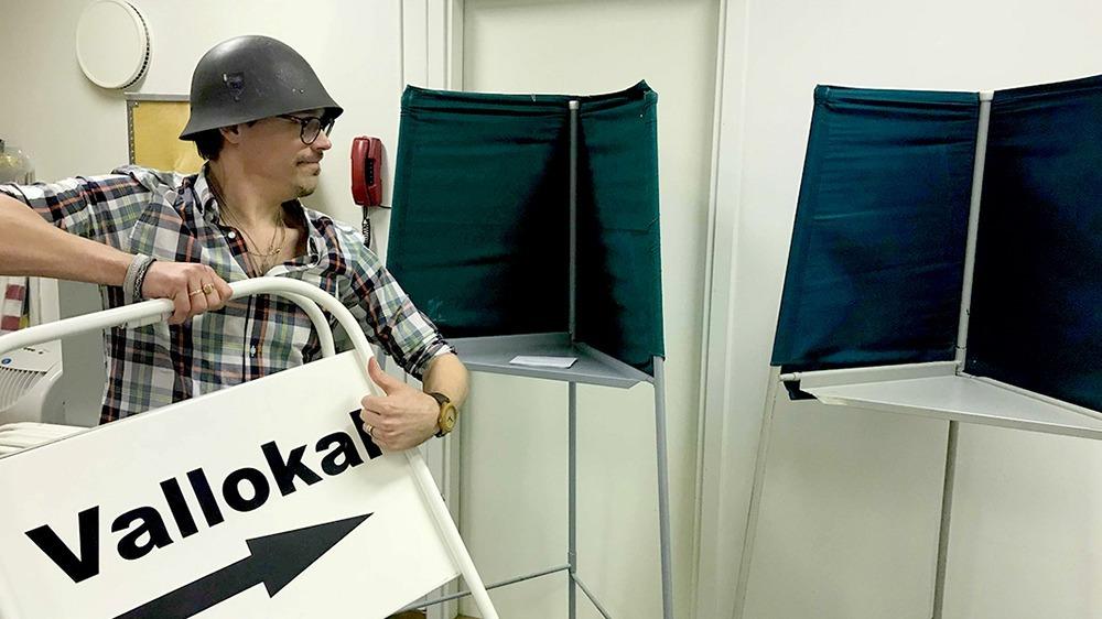 Tjänstgör som röstmottagare i Bodens kommun